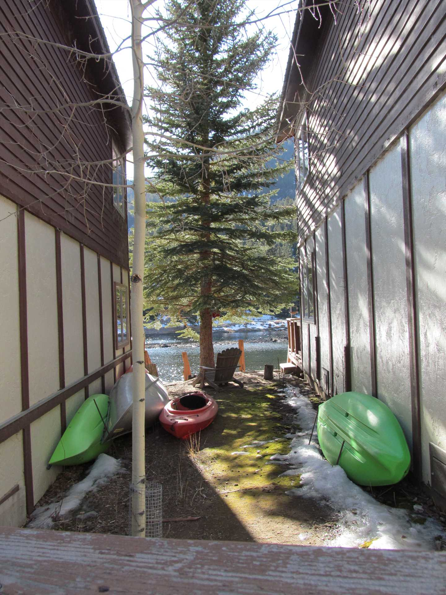 Yard area between townhomes to store your kayak (kayaks are