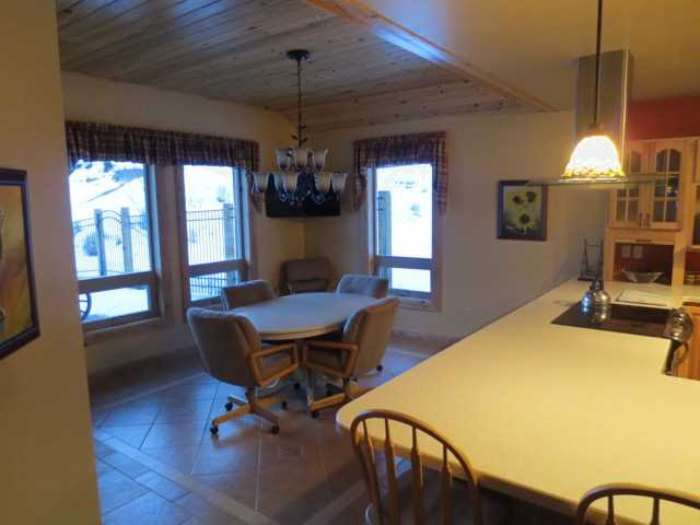Kitchen/Dining Room Area - Plenty of room for everyone!