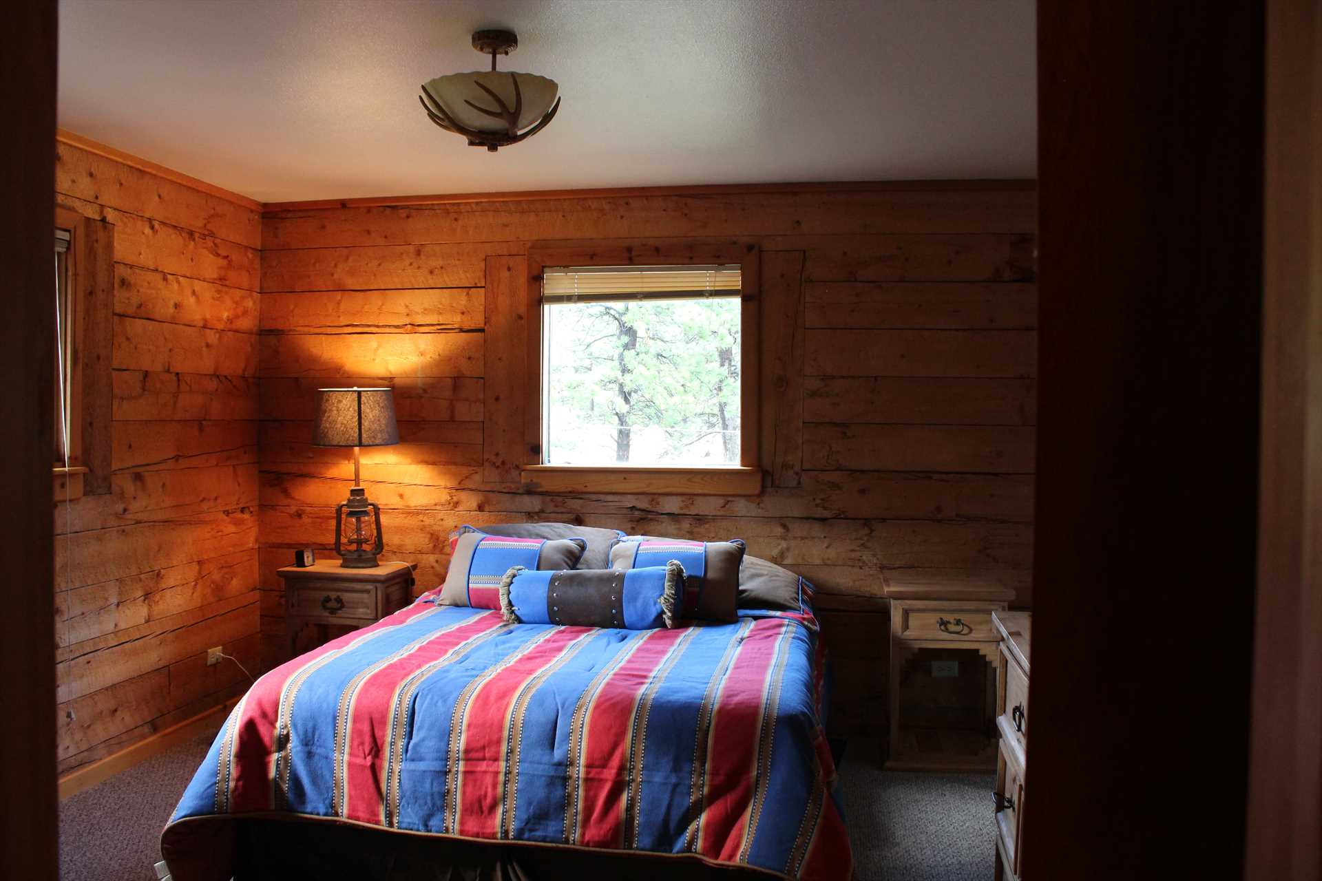 Bedroom with Queen Bed and Direct access to bathroom