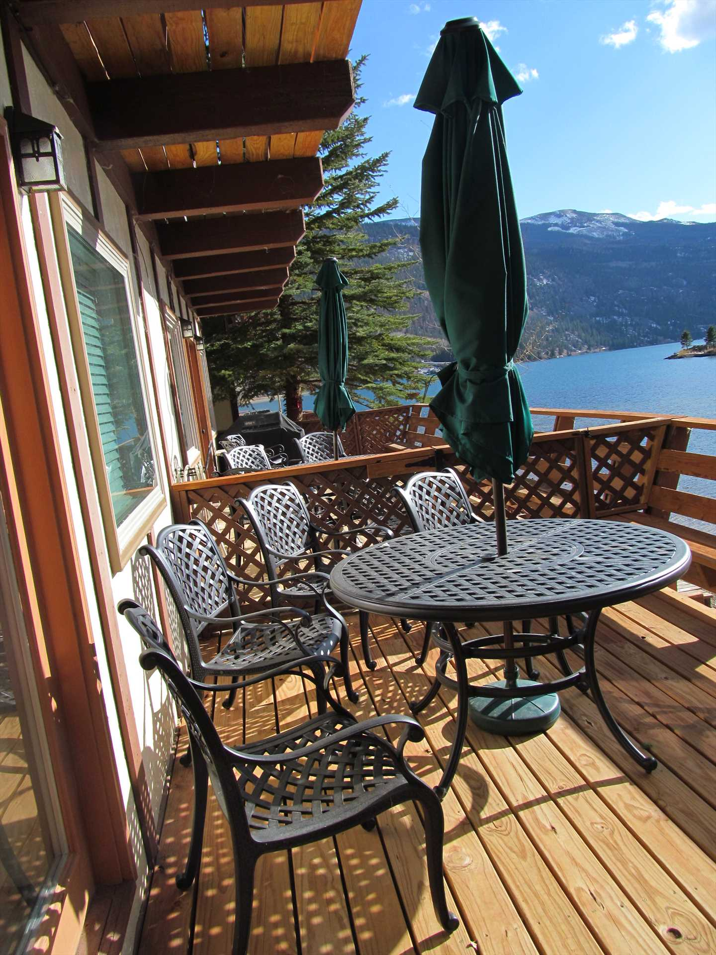 Great Deck to Enjoy you Evenings Looking out at Lake San Cri