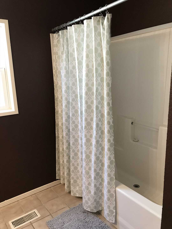 Master Bathroom with Tub/Shower