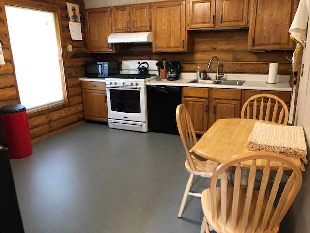 Kitchen Area with Dining Table