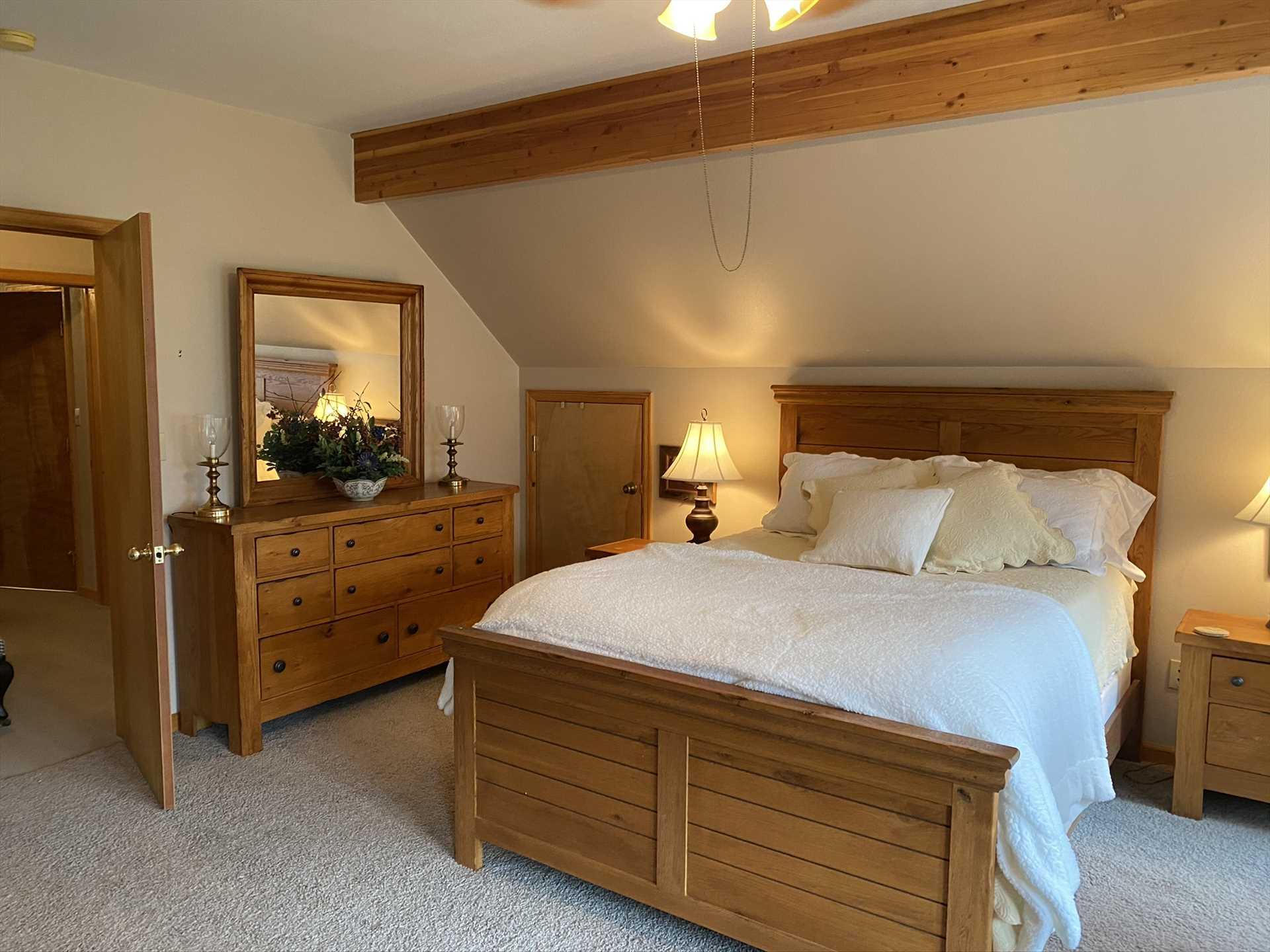 Master Bedroom - Upstairs - Queen